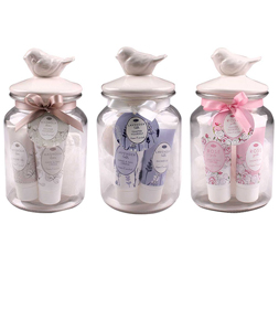 Glass jar with ceramic lid (35ml shower gel, 80g bath salts, 35ml hand and nail cream & 15g mesh bath sponge)